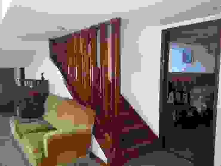 Venta o Alquiler Pasillos, vestíbulos y escaleras rústicos de nqninmobiliaria Rústico