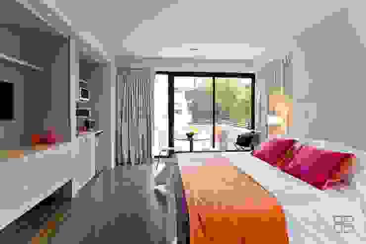 Moderne hotels van Estudio Spodek Modern