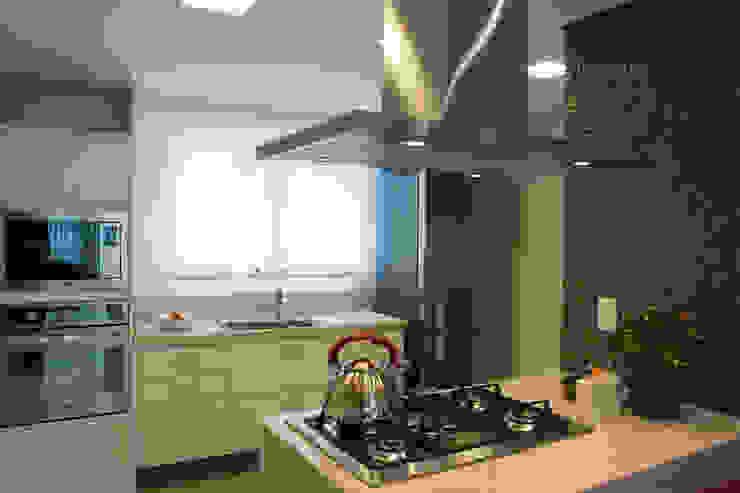 Ilha com cooktop Cozinhas modernas por ARQ Ana Lore Burliga Miranda Moderno MDF