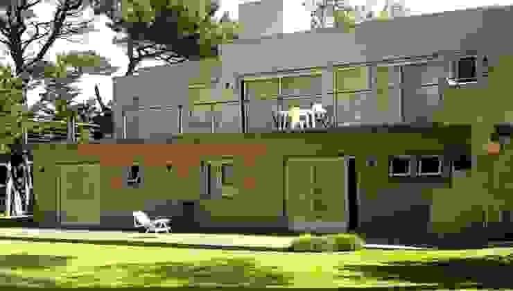 Casa Pinamar -Fragata 25 de Mayo Balcones y terrazas modernos: Ideas, imágenes y decoración de Ardizzi arquitectos Moderno