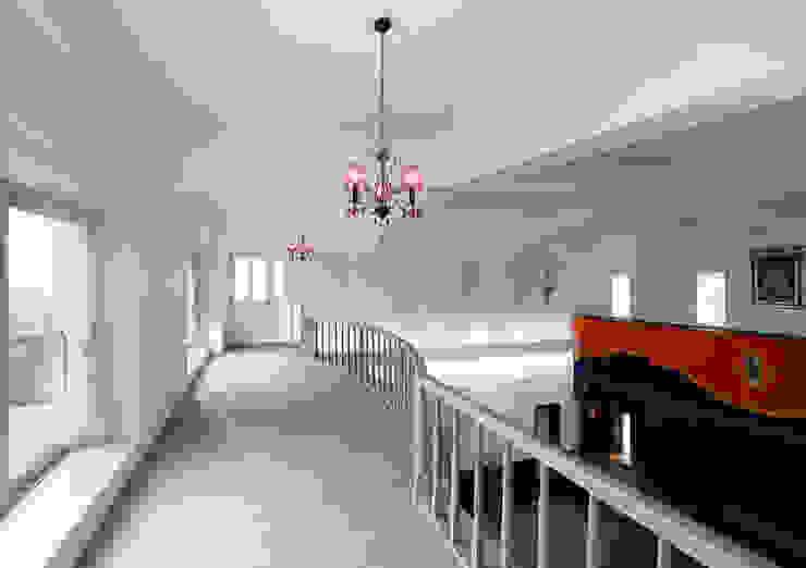 施工事例4 モダンスタイルの 玄関&廊下&階段 の ㈱K2一級建築士事務所 モダン