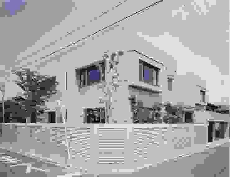 N邸 モダンな 家 の (有)アマ設計事務所 モダン