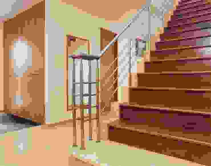N邸 モダンスタイルの 玄関&廊下&階段 の (有)アマ設計事務所 モダン
