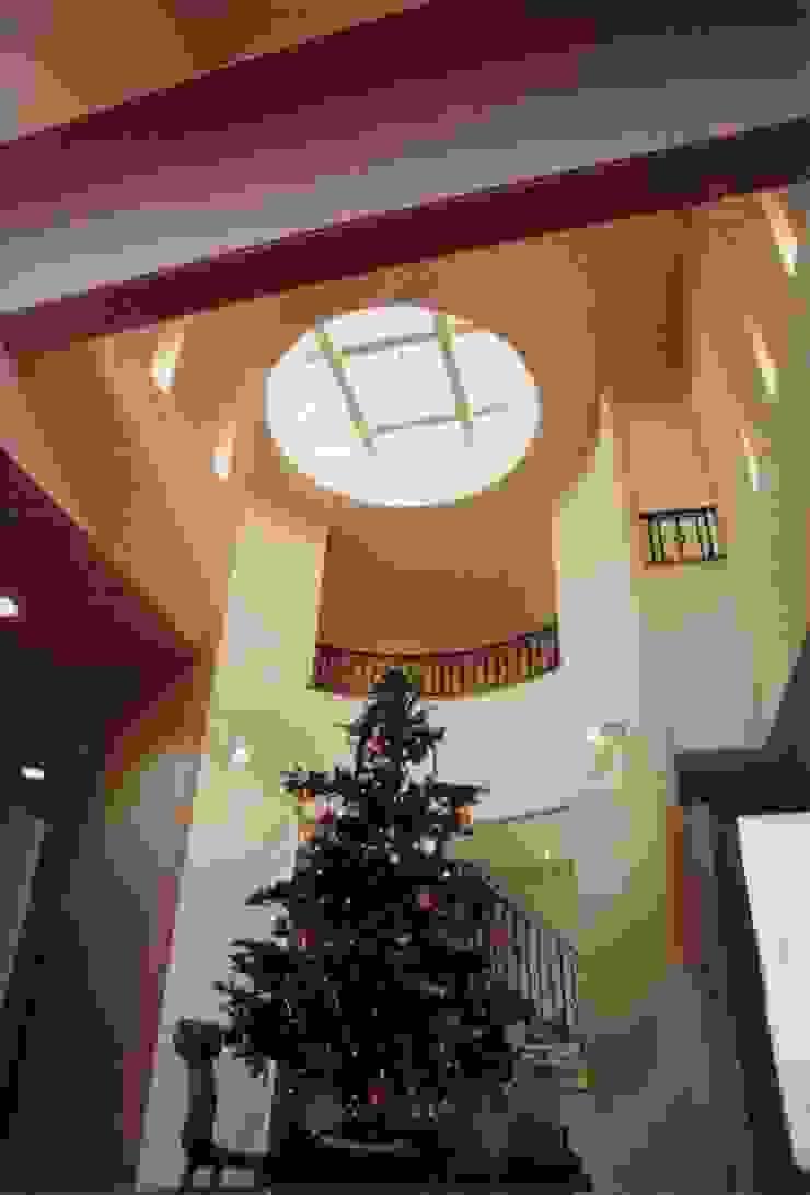 E邸 モダンスタイルの 玄関&廊下&階段 の (有)アマ設計事務所 モダン