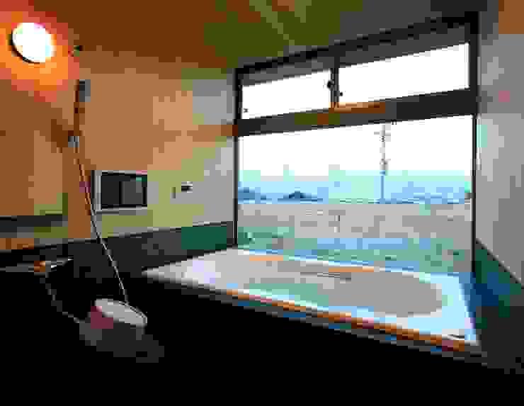 大紅葉の家 Baños de estilo moderno de アーキウェルワークス一級建築士事務所 Moderno