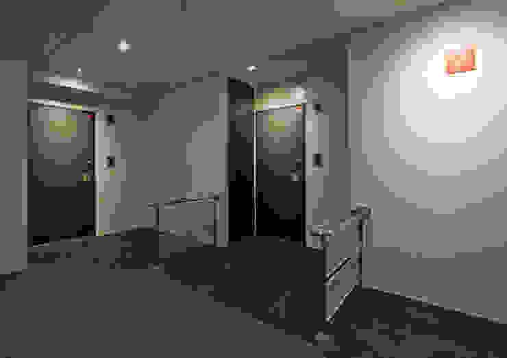 シャンドール小堀 モダンスタイルの 玄関&廊下&階段 の nakajima モダン