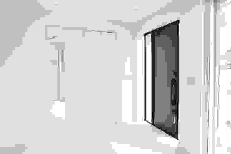 美しが丘二丁目ハウス モダンな 窓&ドア の nakajima モダン