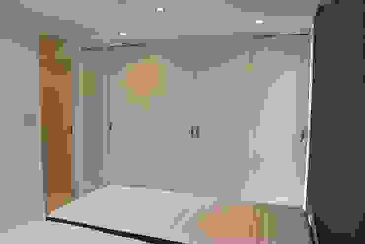 美しが丘二丁目ハウス モダンスタイルの寝室 の nakajima モダン