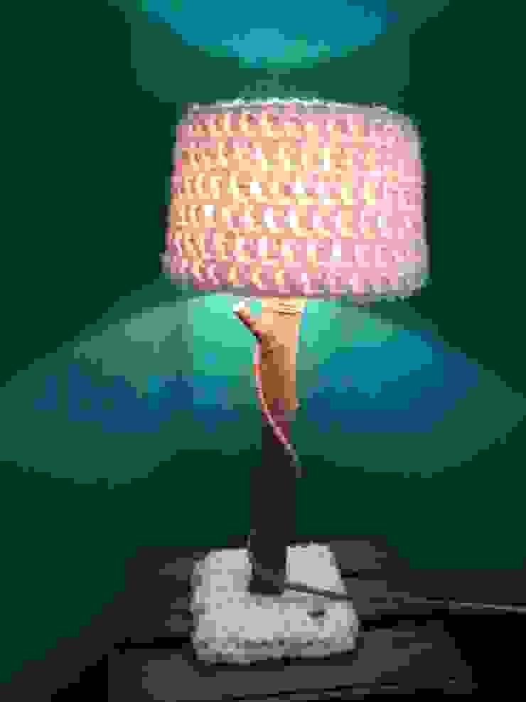 Stoere natuurlijke tafellampen met warme wollen kappen. van WoodWoolDesign Scandinavisch