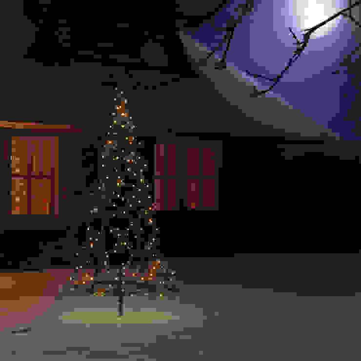 XMAS TREE 1,85M 250LEDs od SOLAR Lighting - Powered by Nature! Nowoczesny Żelazo/Stal