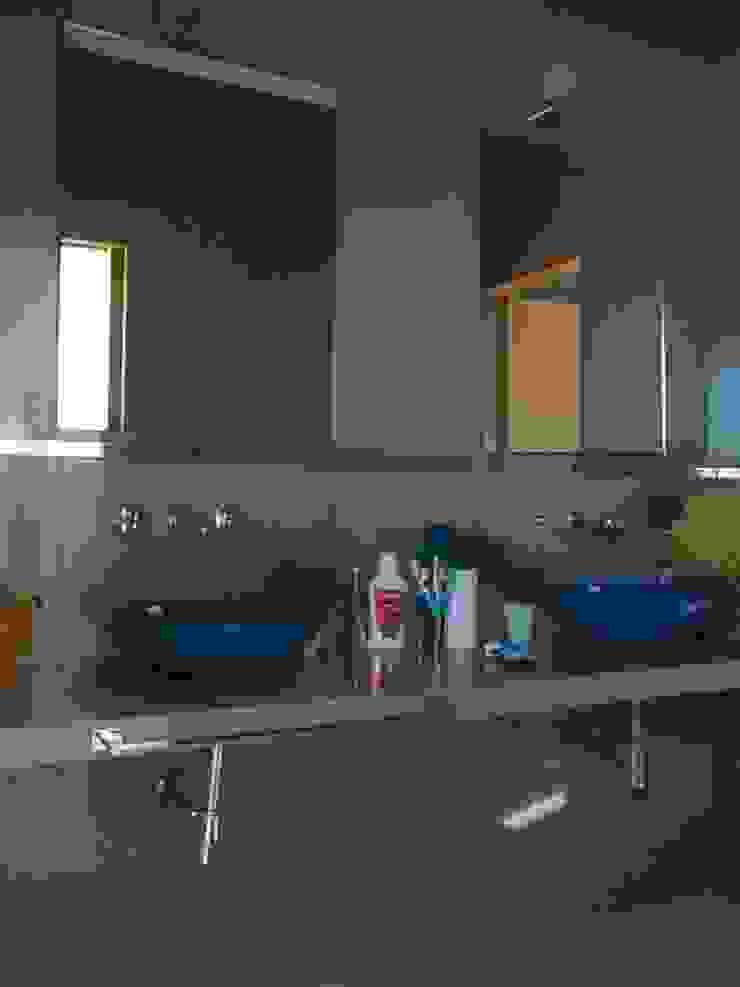 Baño chicos Baños modernos de concepturbano Moderno