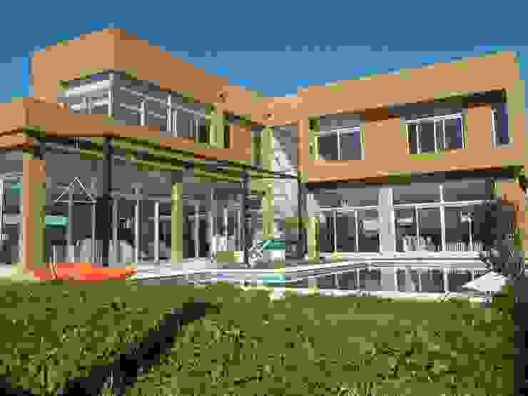 Vivienda Unifamiliar BºDon Carlos Jardines modernos: Ideas, imágenes y decoración de concepturbano Moderno