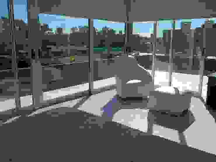 vista a la terraza desde dormitorio ppal Dormitorios modernos: Ideas, imágenes y decoración de concepturbano Moderno