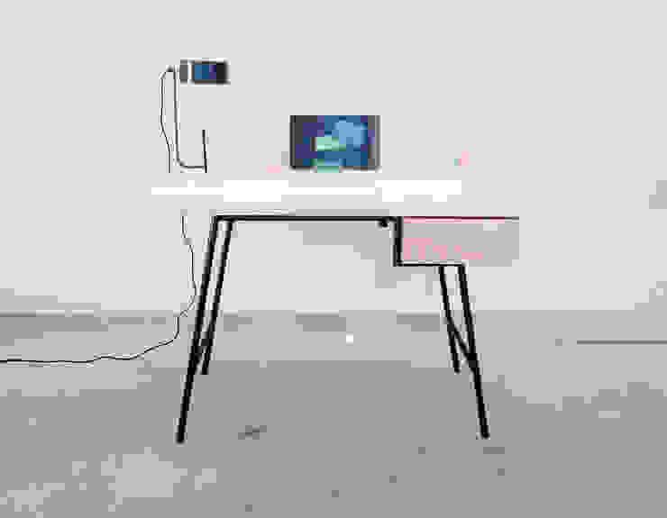'Back to Basic' - desk von Studio Isabel Quiroga Minimalistisch