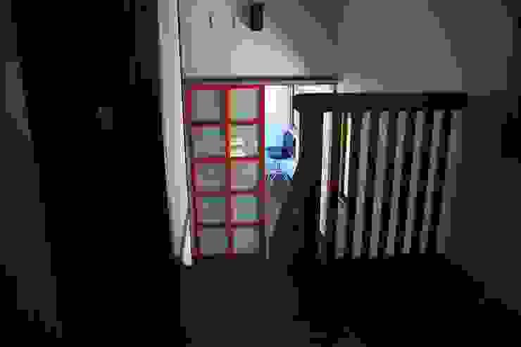 Mo-mountain cottage カントリースタイルの 玄関&廊下&階段 の (有)ガンバ建築設計 カントリー
