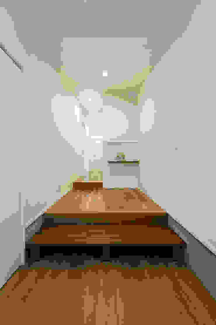 眺める森の家 玄関 の フォーレストデザイン一級建築士事務所