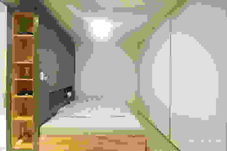 내추럴한 느낌의 16평 신혼집 모던스타일 침실 by 홍예디자인 모던