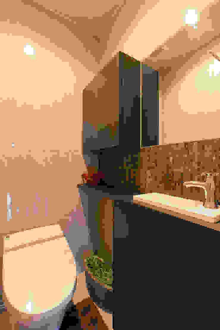 トイレ モダンスタイルの お風呂 の 秦野浩司建築設計事務所 モダン