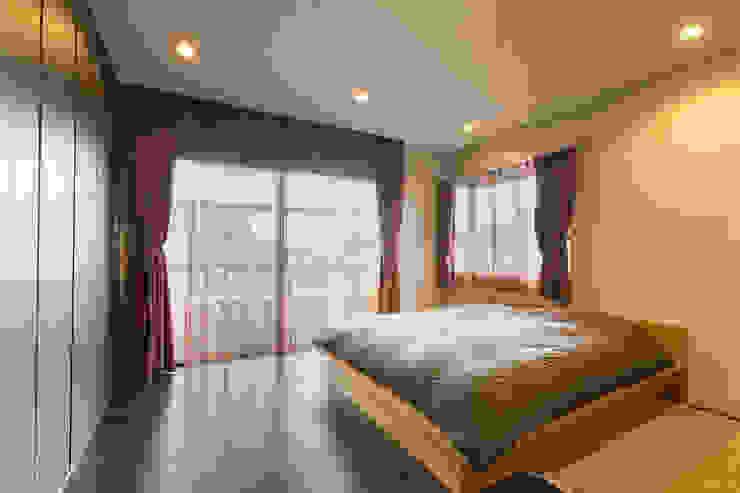 寝室 モダンスタイルの寝室 の 秦野浩司建築設計事務所 モダン