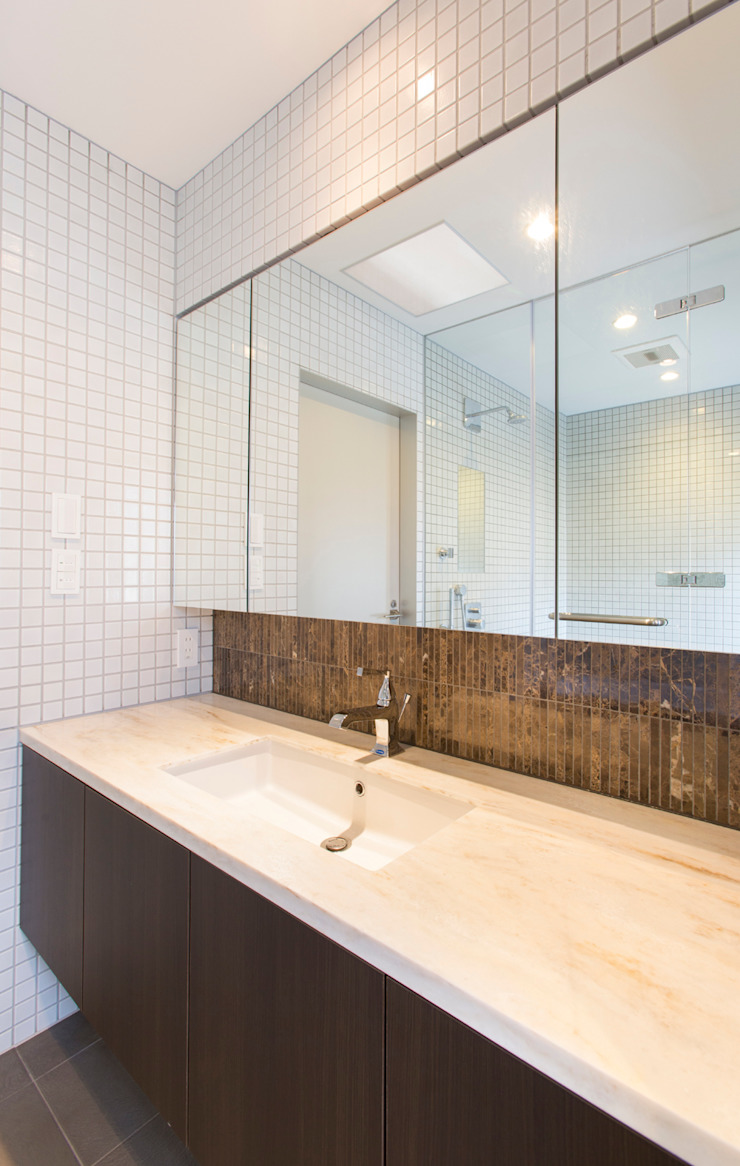 洗面所 モダンスタイルの お風呂 の 秦野浩司建築設計事務所 モダン
