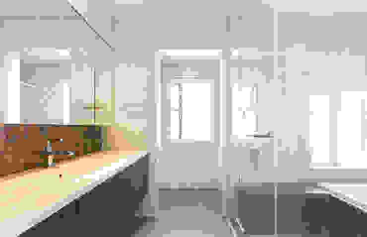 秦野浩司建築設計事務所 現代浴室設計點子、靈感&圖片