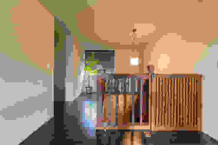 廊下 モダンスタイルの 玄関&廊下&階段 の 秦野浩司建築設計事務所 モダン