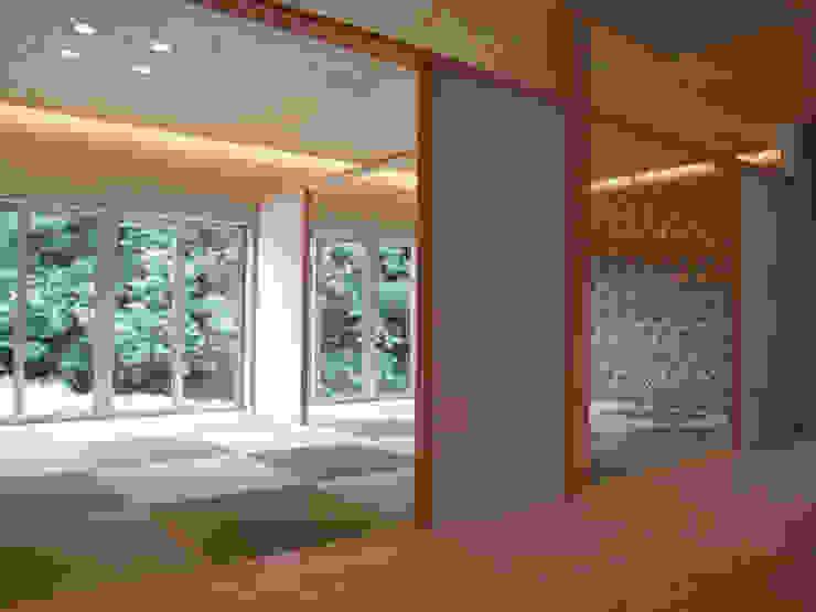 Salle multimédia originale par 一級建築士事務所ATELIER-LOCUS Éclectique Porcelaine