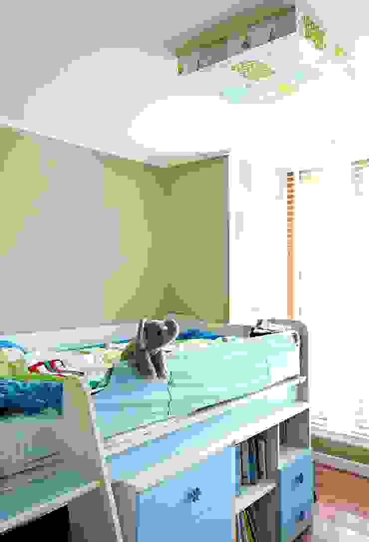 거실을 서재로 서재를 거실로 모던스타일 아이방 by housetherapy 모던