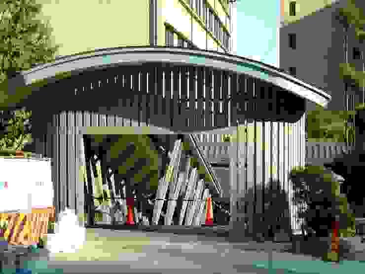 斜め柱の回廊 オリジナルな 家 の 木造トラス研究所・株式会社 合掌 オリジナル 木 木目調