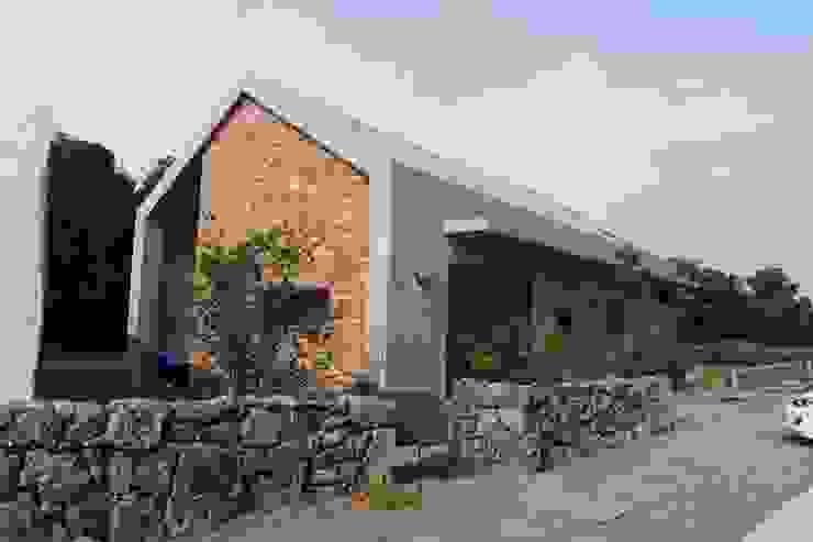 비로소 4´33´´ 게스트 하우스 모던스타일 주택 by 아키제주 건축사사무소 모던