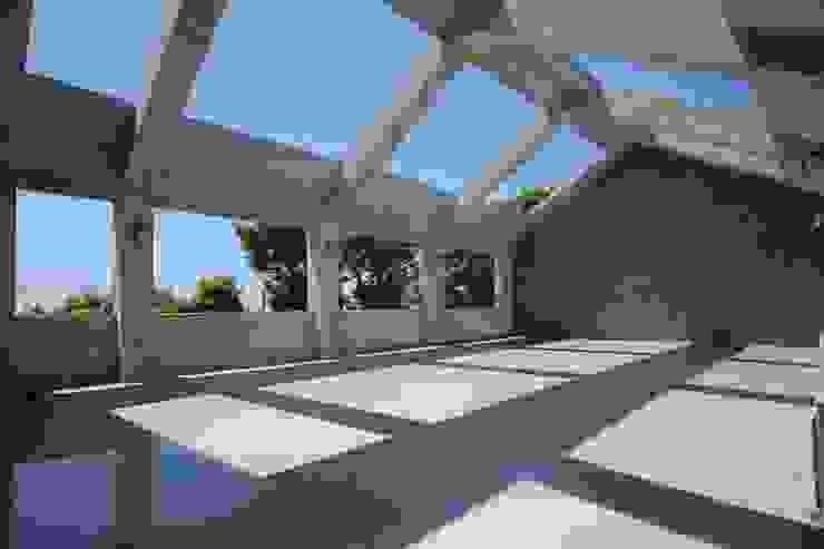 비로소 4´33´´ 게스트 하우스 : 아키제주 건축사사무소의  베란다,모던