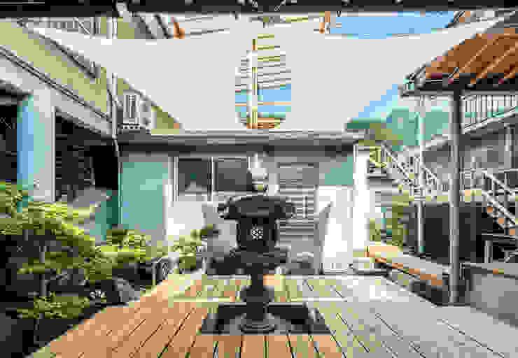 KYOTO ART HOSTEL kumagusuku Balcones y terrazas de estilo ecléctico