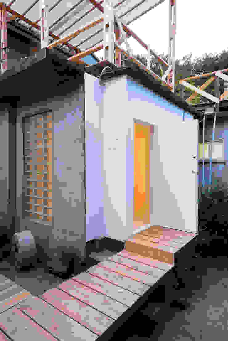 KYOTO ART HOSTEL kumagusuku Casas de estilo ecléctico