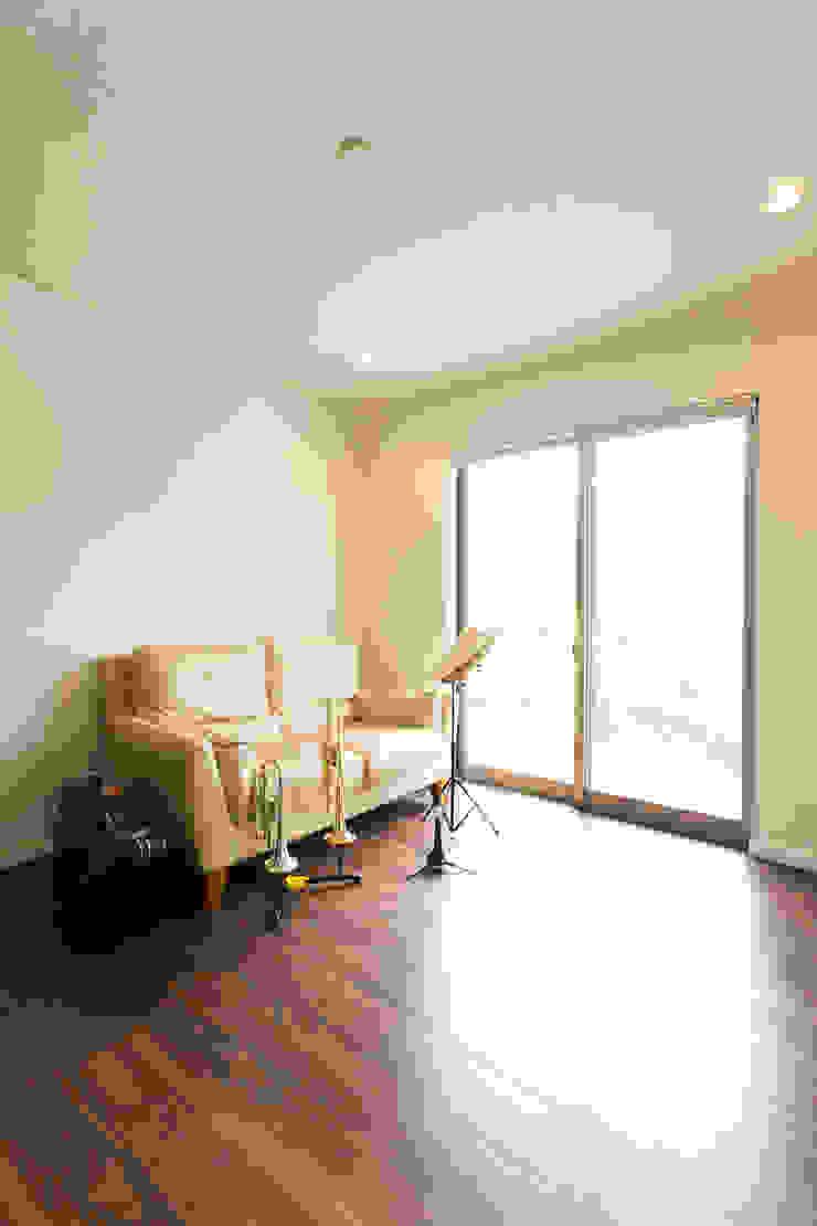 趣味室 モダンデザインの 多目的室 の 秦野浩司建築設計事務所 モダン