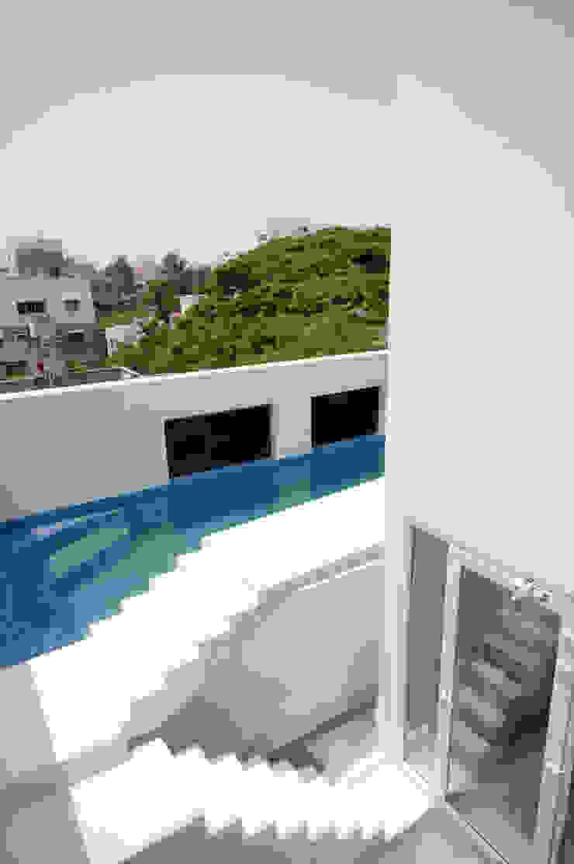 S-House Modern pool by SDeG Modern