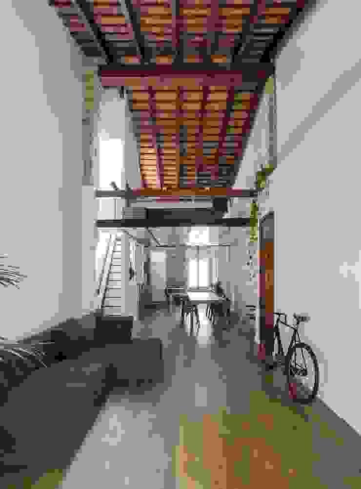 Nowoczesne domy od amBau Gestion y Proyectos Nowoczesny