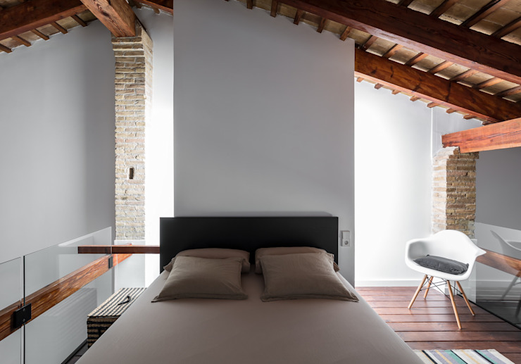 Modern style bedroom by amBau Gestion y Proyectos Modern