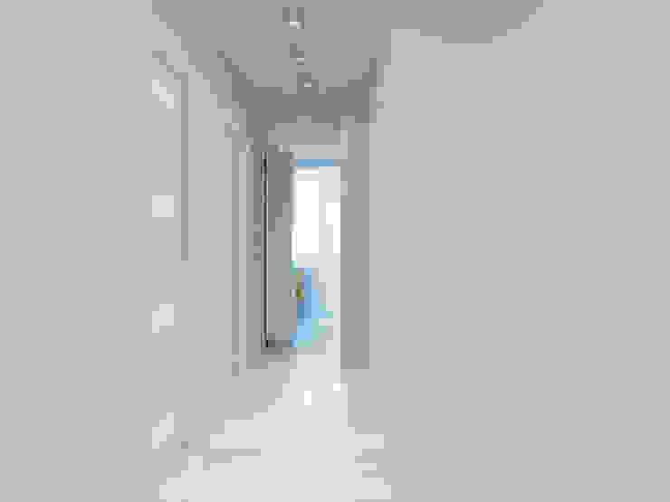 Квартира двухкомнатная Коридор, прихожая и лестница в эклектичном стиле от Оксана Мухина Эклектичный