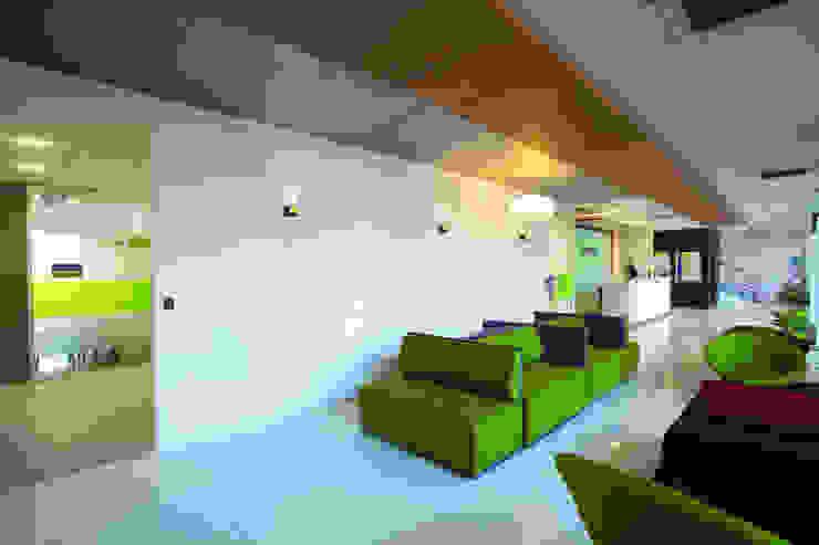 Femiint Health Clinic Modern hospitals by SDeG Modern