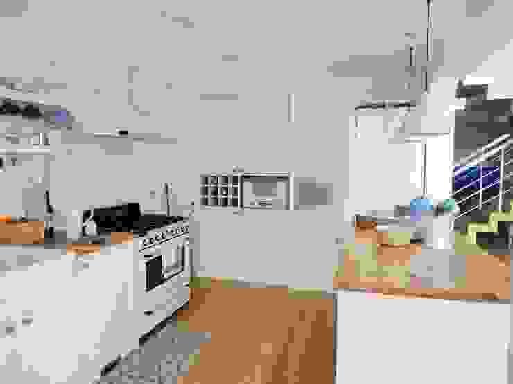 Nhà bếp phong cách chiết trung bởi GAAPE - ARQUITECTURA, PLANEAMENTO E ENGENHARIA, LDA Chiết trung