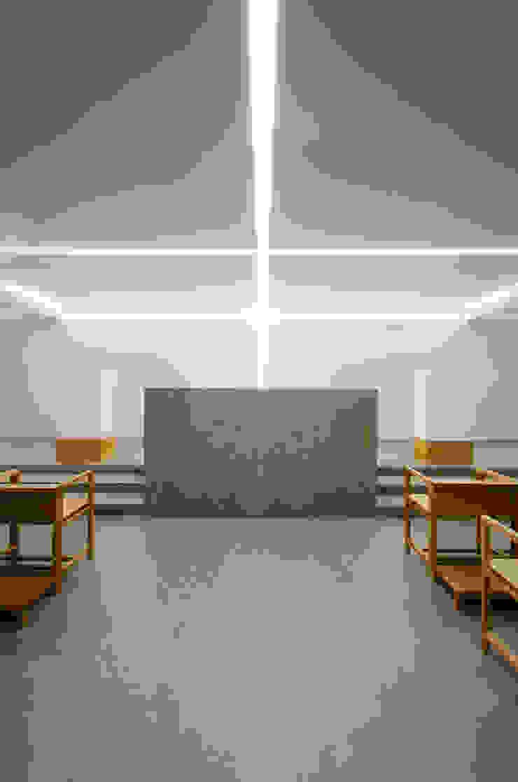 Capela - Edifício Principal Paredes e pisos mediterrânicos por guedes cruz arquitectos Mediterrânico