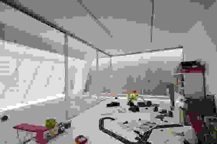 Vista Interior: Quartos de criança  por guedes cruz arquitectos,Minimalista