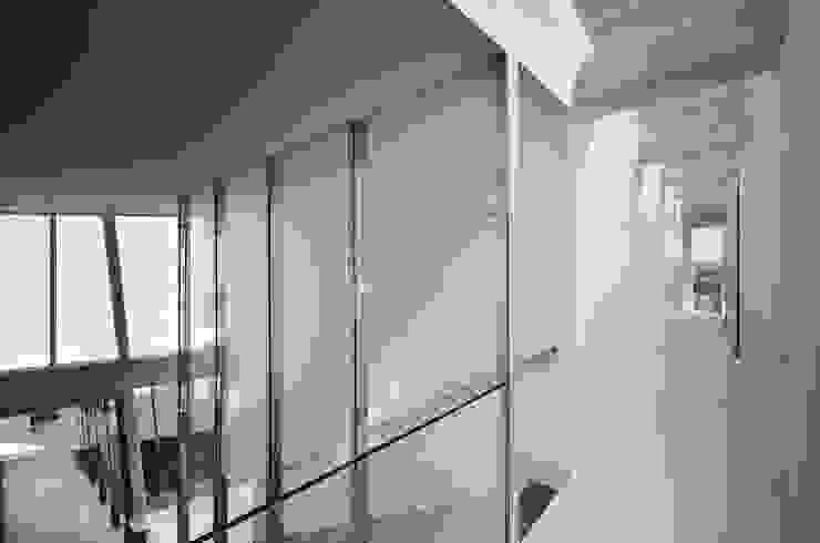 Vista Interior: Corredores e halls de entrada  por guedes cruz arquitectos,Minimalista