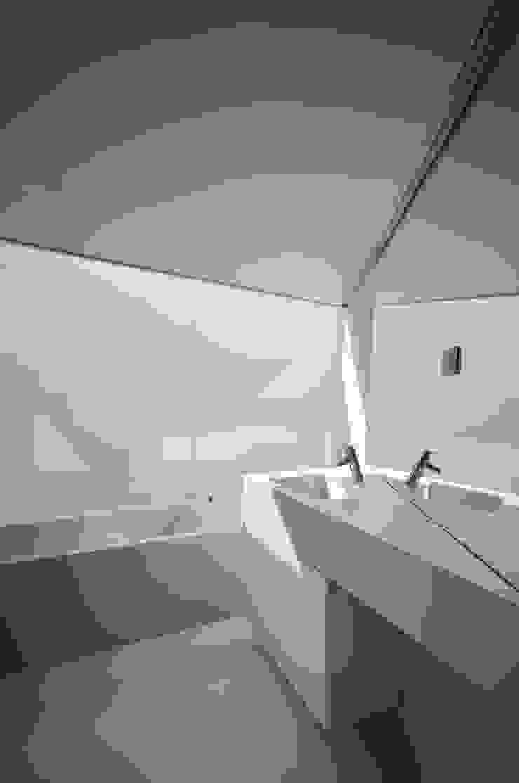 Vista Interior Casas de banho minimalistas por guedes cruz arquitectos Minimalista