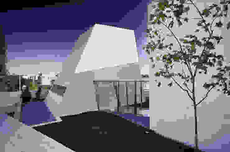 Minimalist house by guedes cruz arquitectos Minimalist