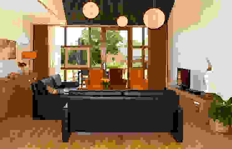 Woonkamer Landelijke woonkamers van stripesarchitects Landelijk