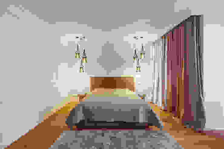 ミニマルスタイルの 寝室 の U-Style design studio ミニマル