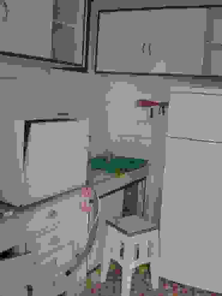 Antes - Cozinha existente anteriormente por GAAPE - ARQUITECTURA, PLANEAMENTO E ENGENHARIA, LDA Eclético