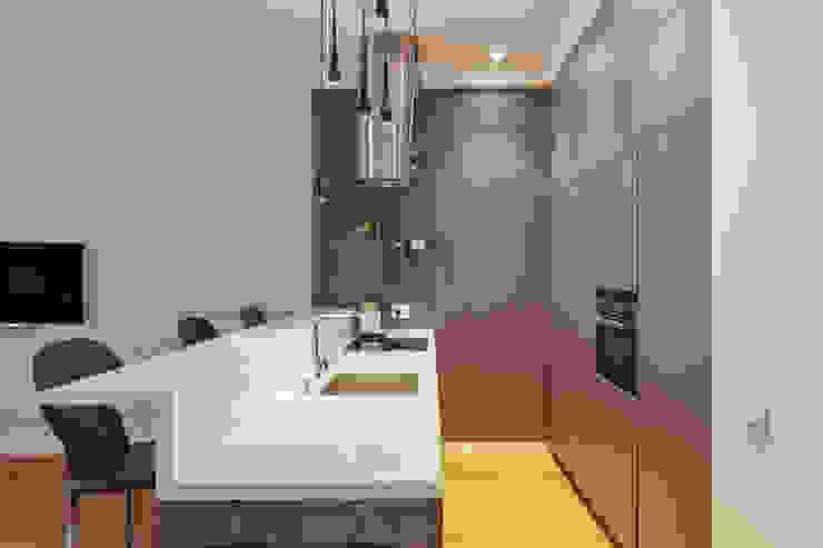 Минималистичная квартира Кухня в стиле минимализм от U-Style design studio Минимализм