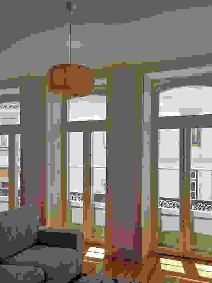 FOTOGRAFIA Janelas e portas minimalistas por COLECTIVO arquitectos Minimalista